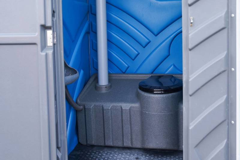 Mobiel Toilet met plaszuik, binnenzijde