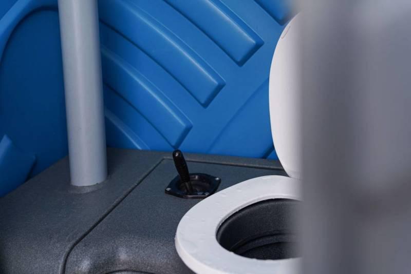 Toilet mobiel, binnenkant gereinigd