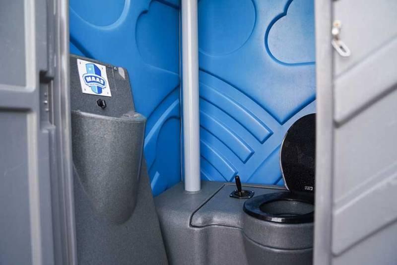 Mobiel toilet binnenkant met herentoilet