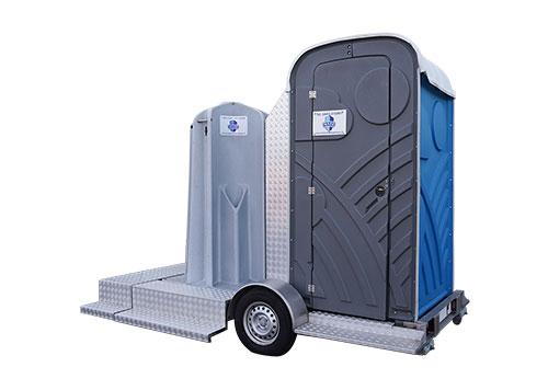 Plaskruis en mobiel toilet op aanhanger